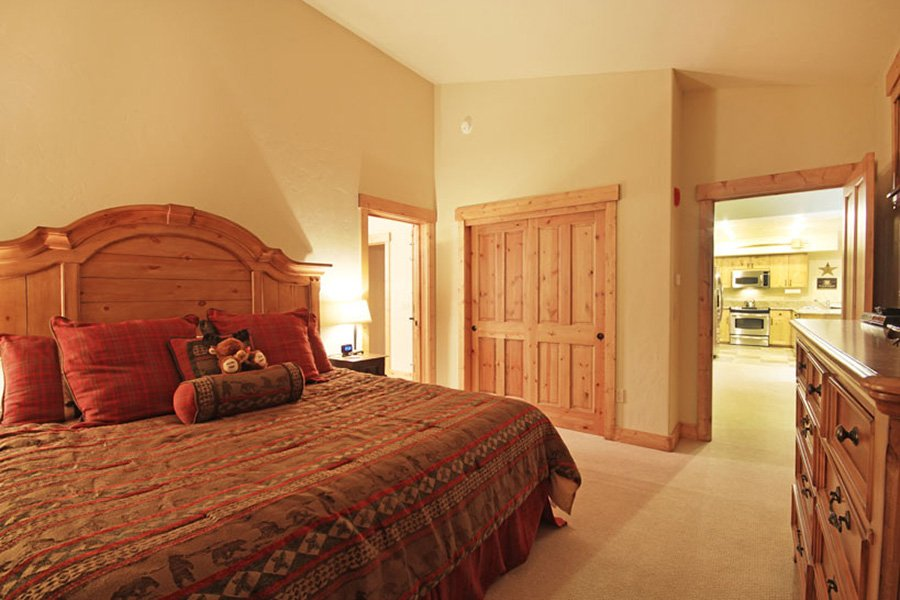 Mountain Thunder: Master Bedroom