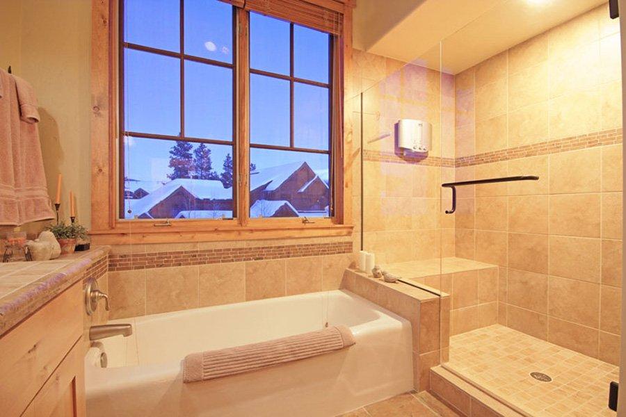 Mountain Thunder: Master Bathroom