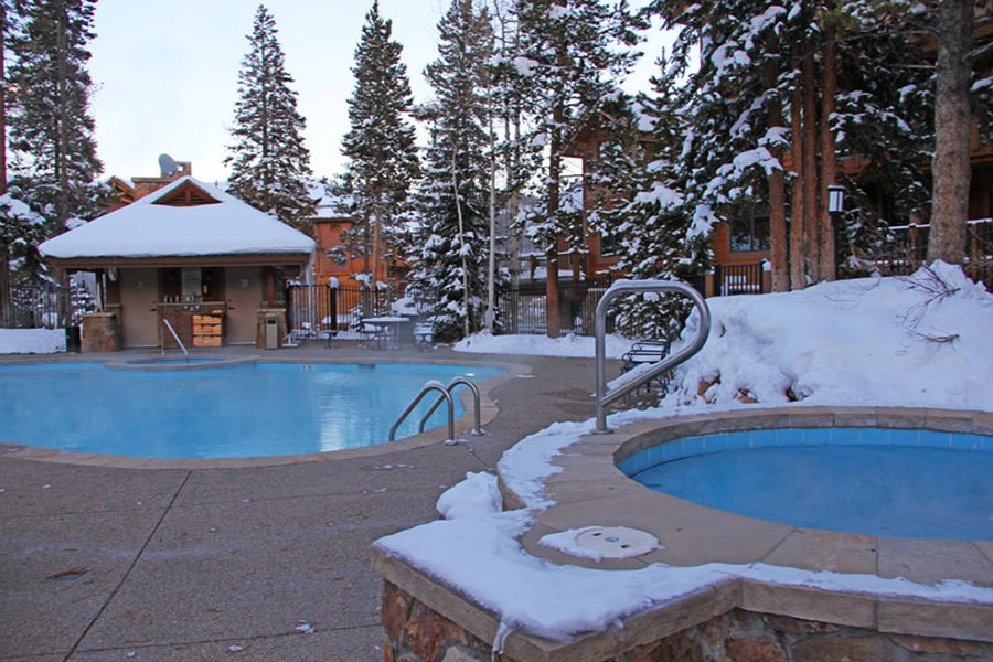 Mountain Thunder: Outdoor Heated Pool and Hot Tub