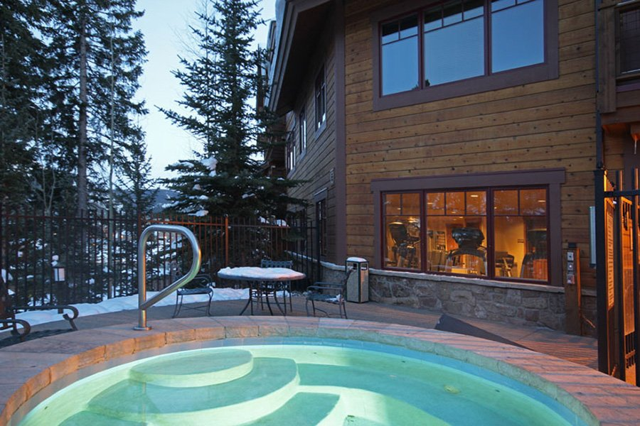 Mountain Thunder: Community Hot Tubs