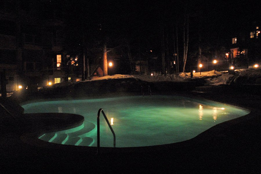 Mountain Thunder: Outdoor Pool at Night