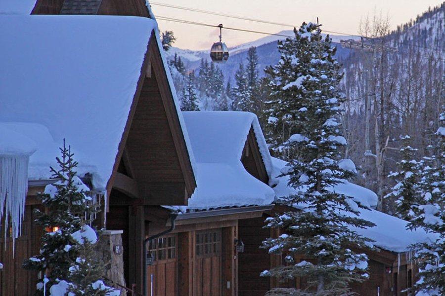 Mountain Thunder: Gondola View from Outside Mountain Thunder