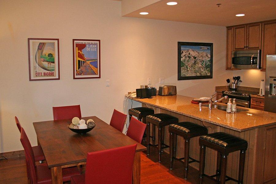 BlueSky 511 Condo: Dining Area
