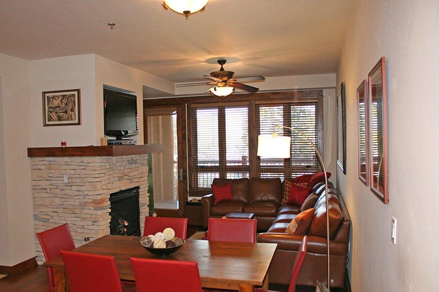 BlueSky 511 Condo: Living Area