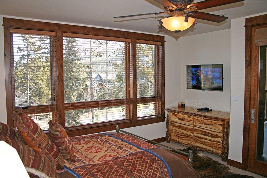 BlueSky 511 Condo: Master Bedroom