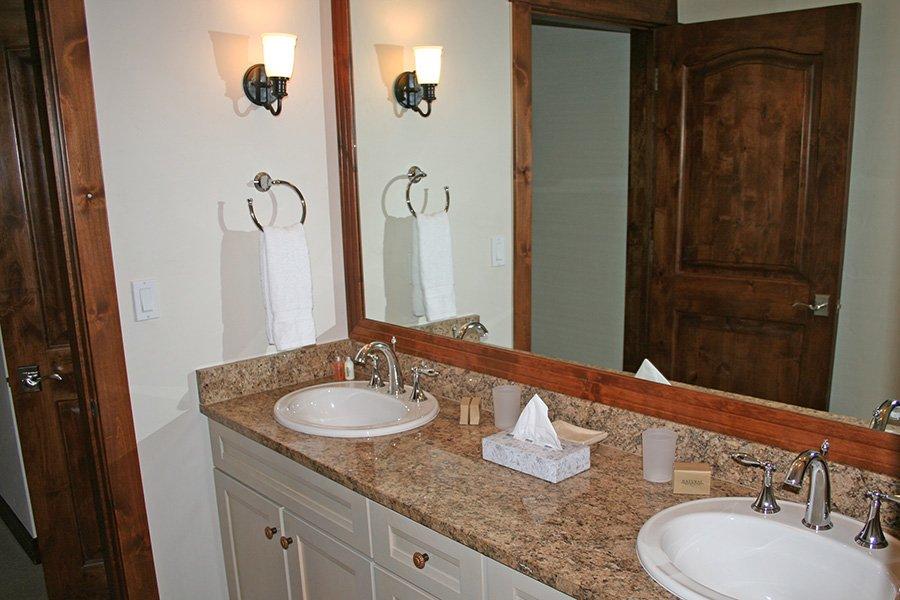 BlueSky 511 Condo: Master Bathroom