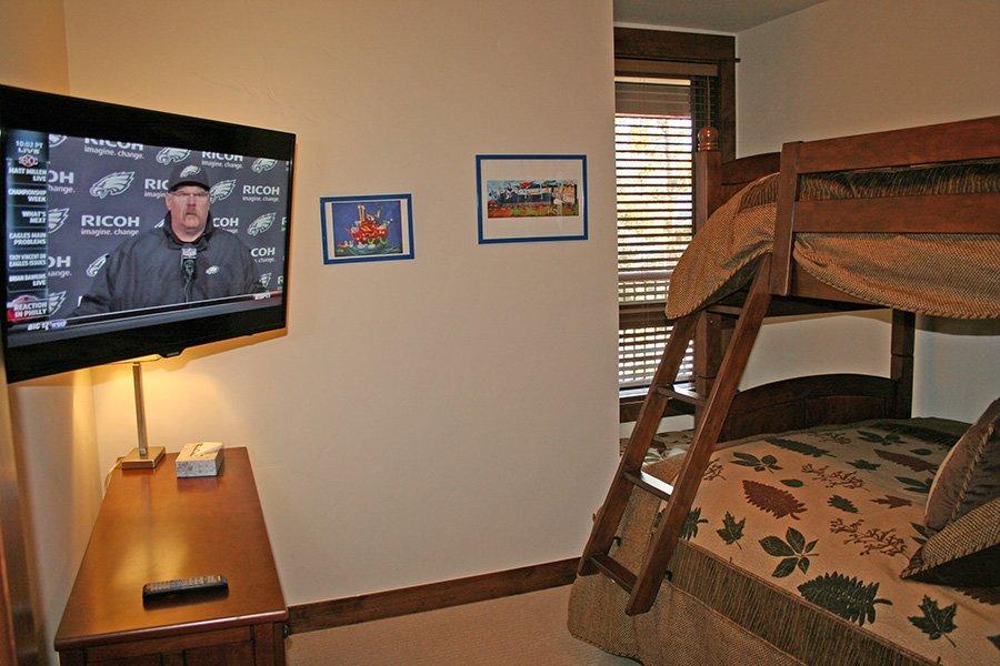 BlueSky 511 Condo: Guest Bedroom
