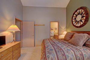 Cozy Master Bedroom with King Bed and En-suite Bathroom