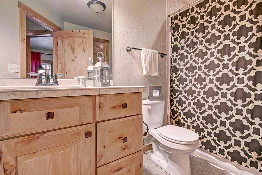 Serenity at Timber Creek: Guest Bathroom