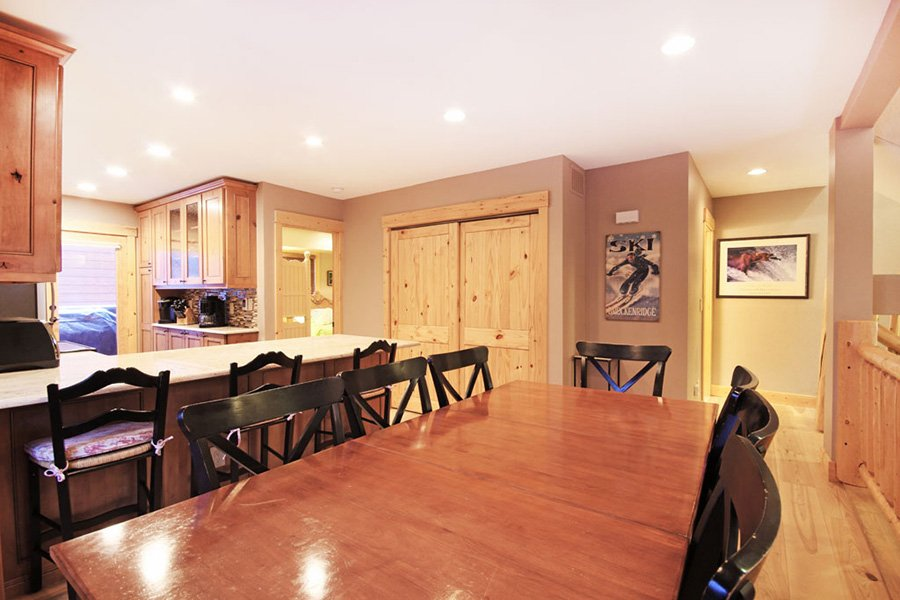 Winterpoint 9 Townhome: Dining Area