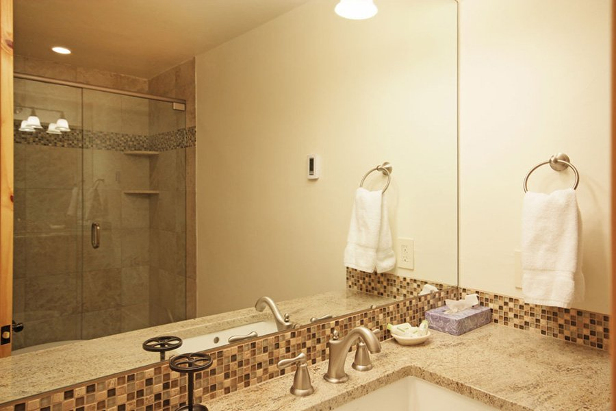 Winterpoint 9 Townhome: Master Bathroom