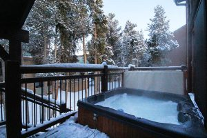Private Bubbly Hot Tub, Crystal Clear and Professionally Maintained for Safety