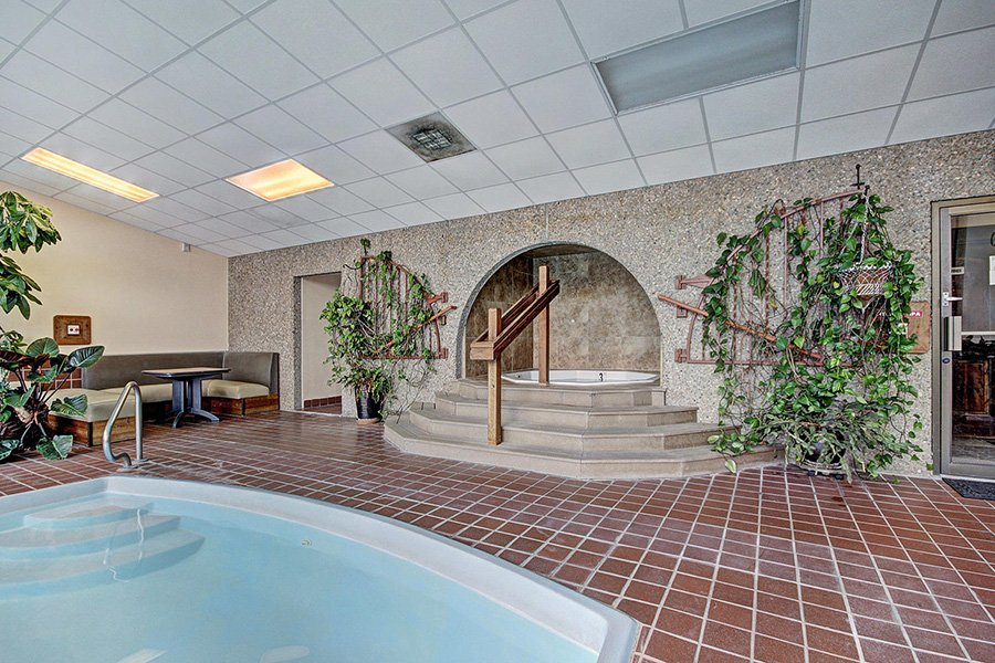 Claimjumper Condo 30: Clubhouse Shared Indoor Hot Tub