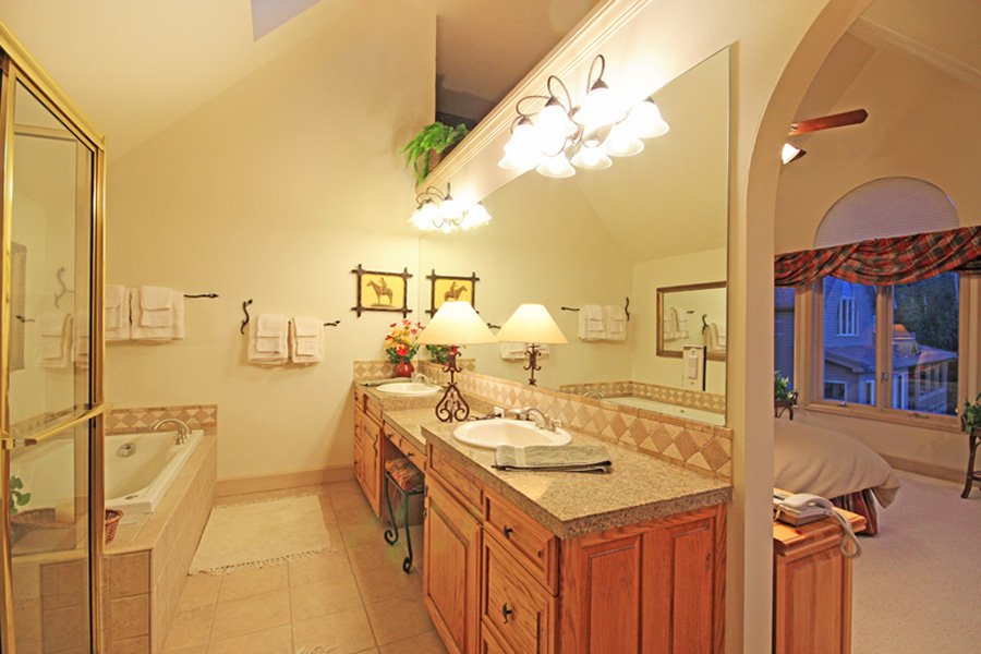 Lincoln Place Chalet: Upper Level Master Bathroom