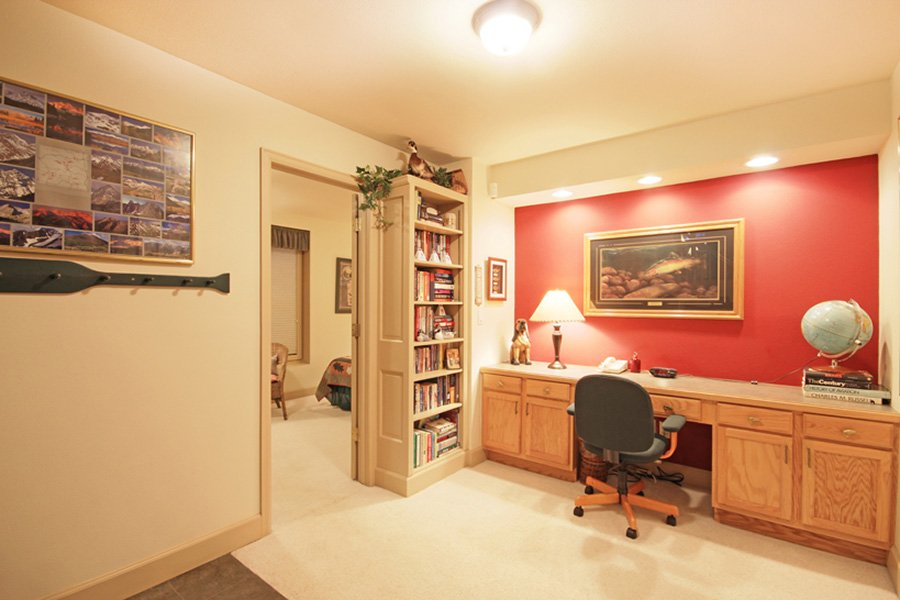 Lincoln Place Chalet: Lower Level Office