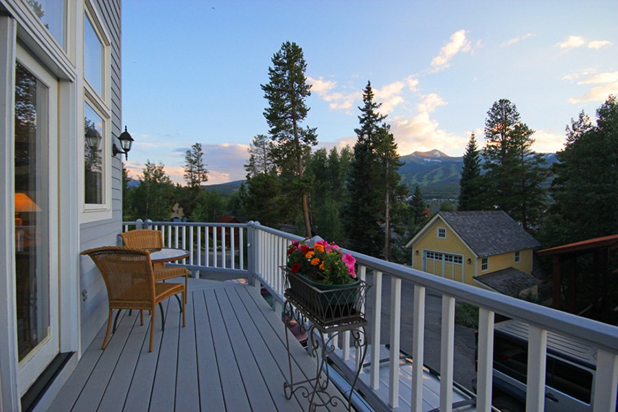 Lincoln Place Chalet: Views From Deck
