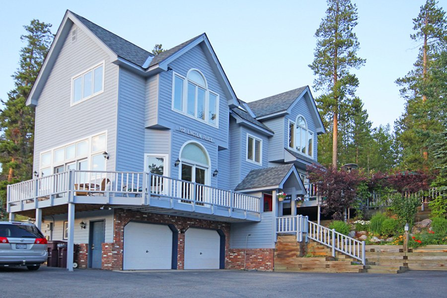 Lincoln Place Chalet: Exterior View