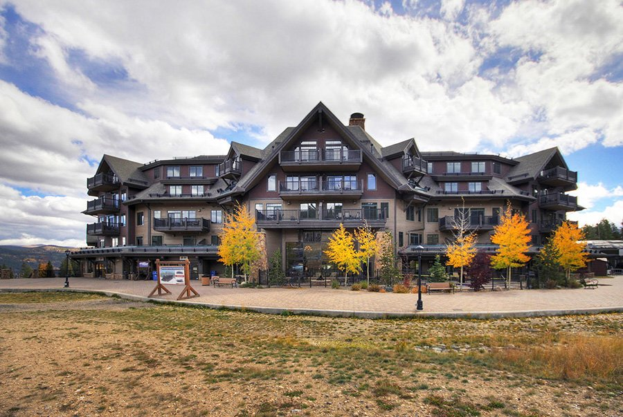 Crystal Peak Lodge: Exterior View
