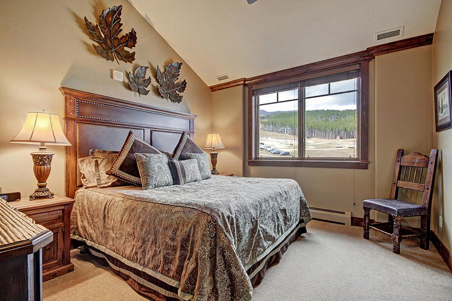 Crystal Peak Lodge: Master Bedroom