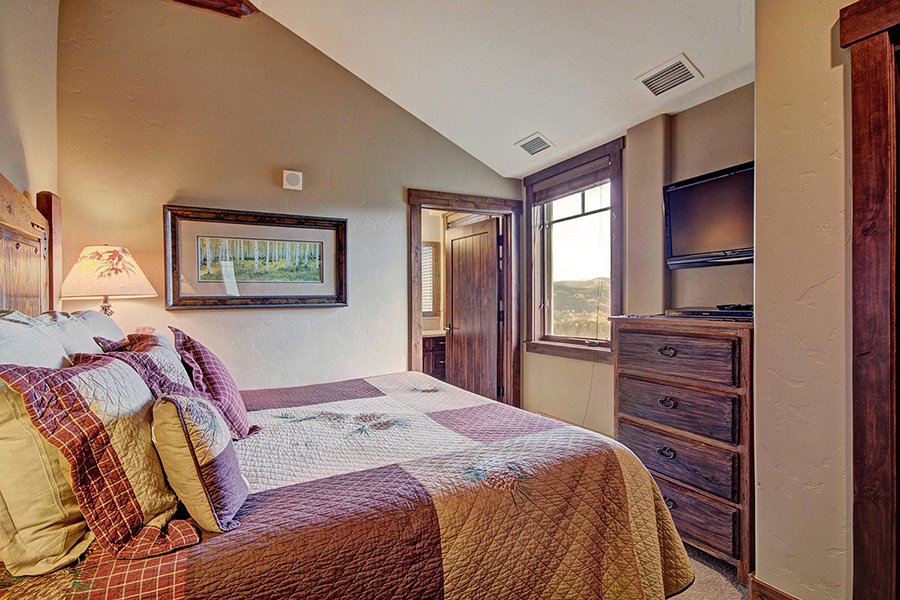 Crystal Peak Lodge: Master Bedroom #2