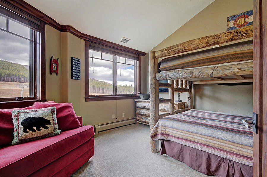 Crystal Peak Lodge: Bunk Room
