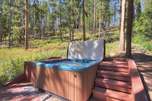 Bubbly Outdoor Private Hot Tub