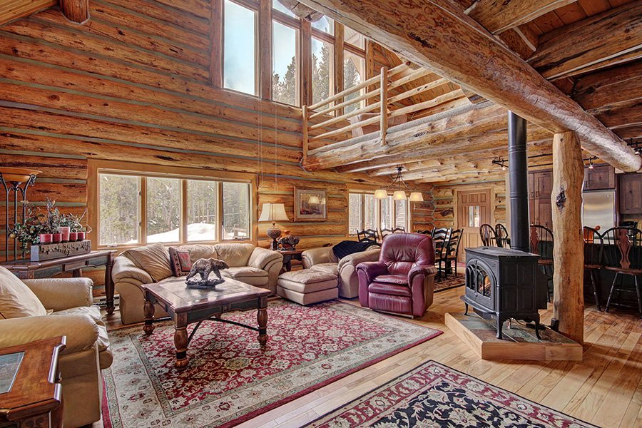 Peaceful Pines Lodge: Open Living Area