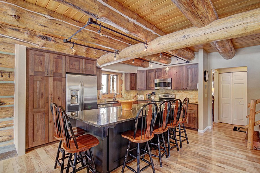 Peaceful Pines Lodge: Kitchen Bar Seating