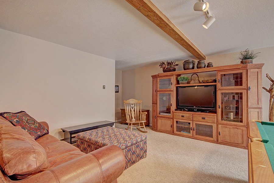 Peaceful Pines Lodge: Lower Level Rec. Area