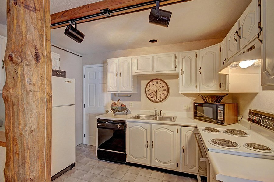 Peaceful Pines Lodge: Lower Level Kitchen