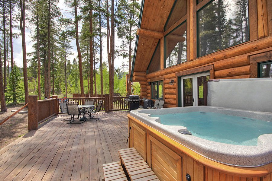 The Bear Cabin: Hot Tub