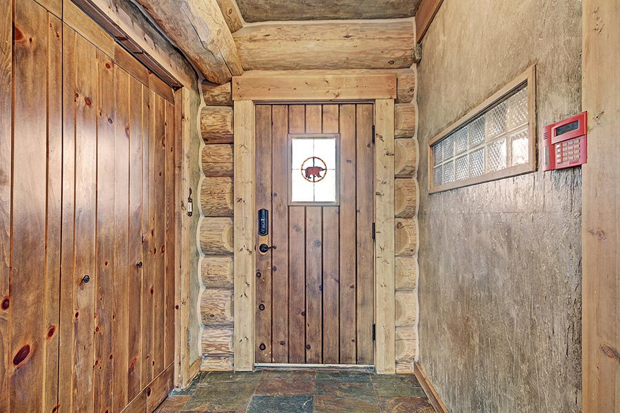 The Bear Cabin: Entryway
