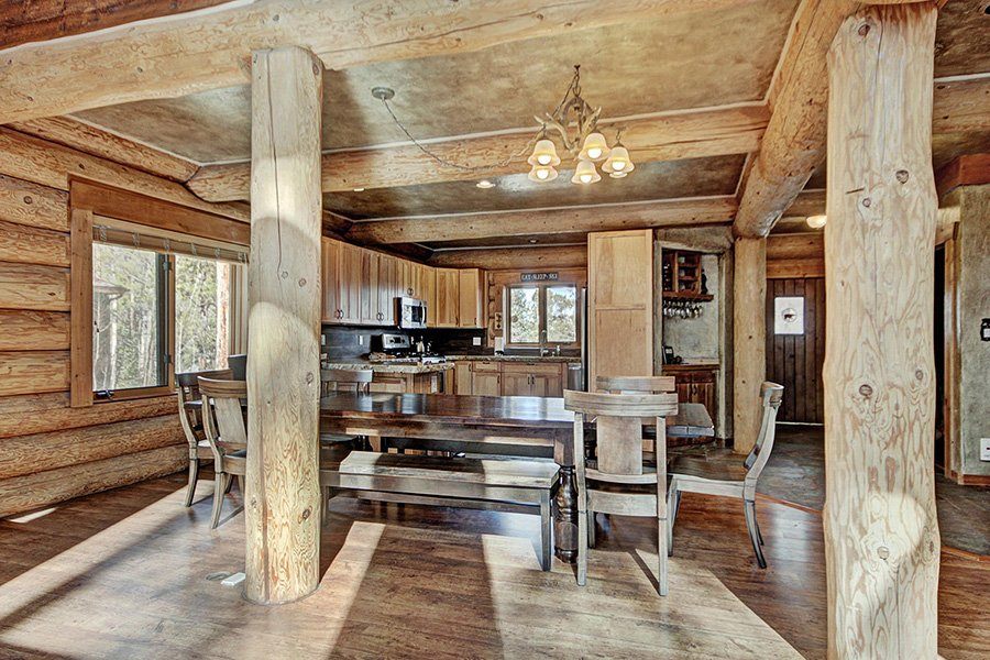 The Bear Cabin: Dining Room