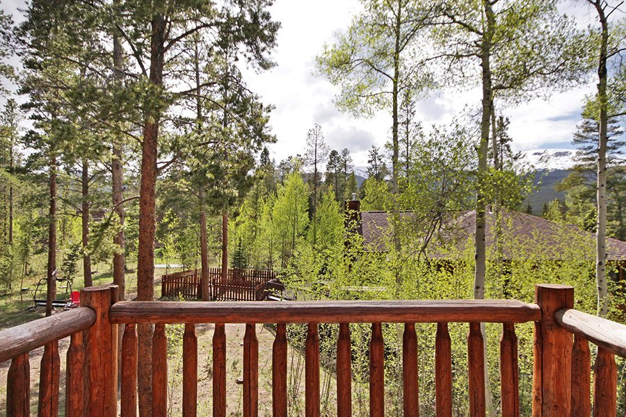 The Bear Cabin: Master Bedroom Balcony Views