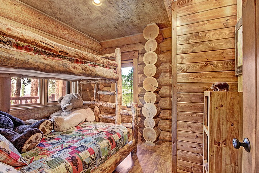 The Bear Cabin: Main Floor Guest Bedroom #2