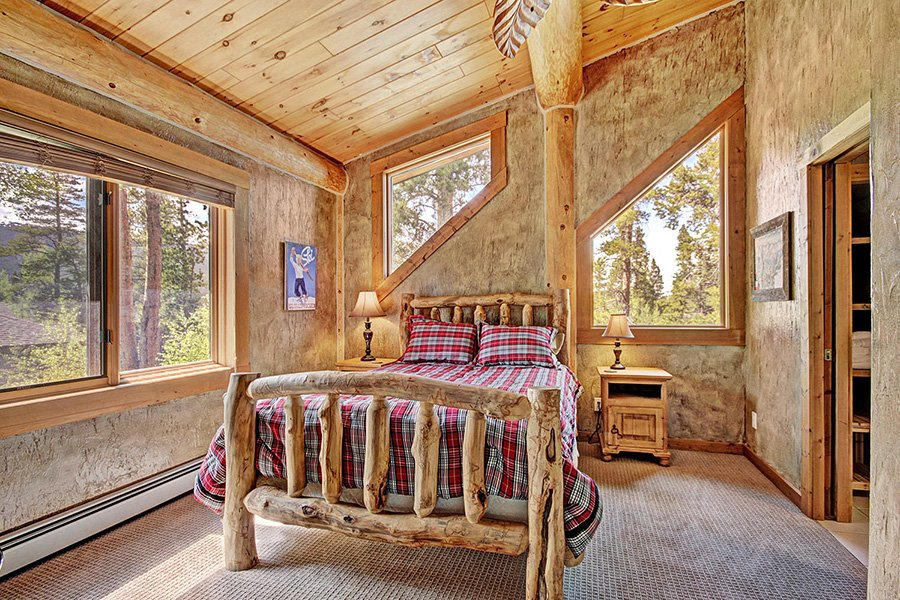 The Bear Cabin: Upper Level Guest Bedroom #3