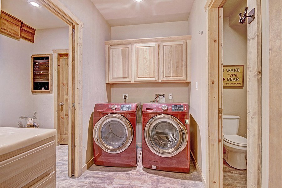 The Bear Cabin: Laundry Room