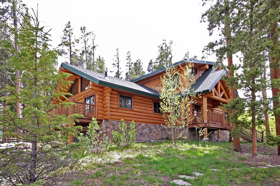 The Bear Cabin: Exterior Side View