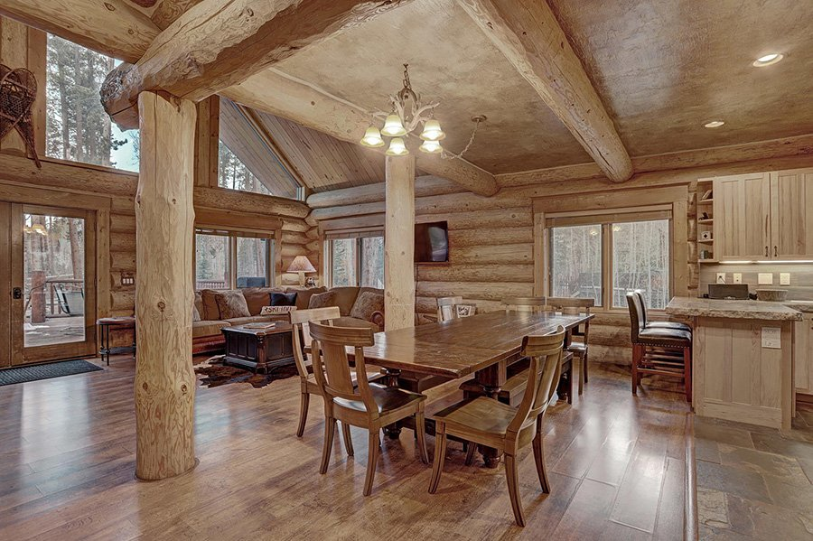 The Bear Cabin: Dining Area View