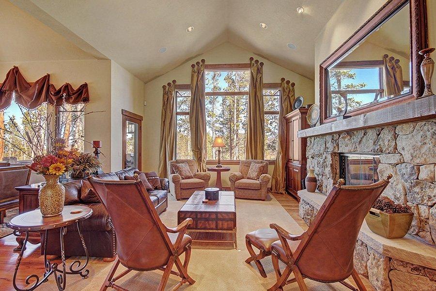 Moose Crossing Lodge: Main Living Area