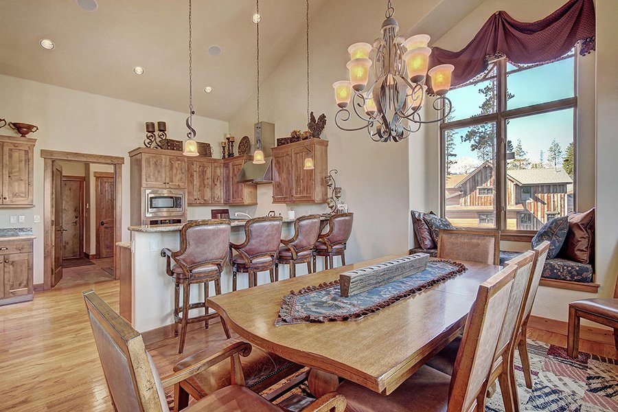 Moose Crossing Lodge: Dining Area