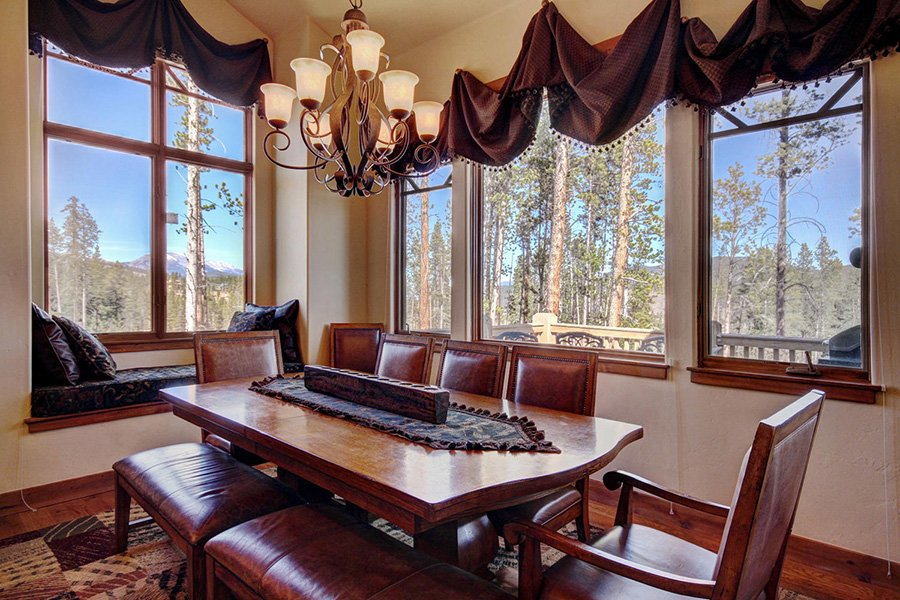 Moose Crossing Lodge: Dining Area Additional Views
