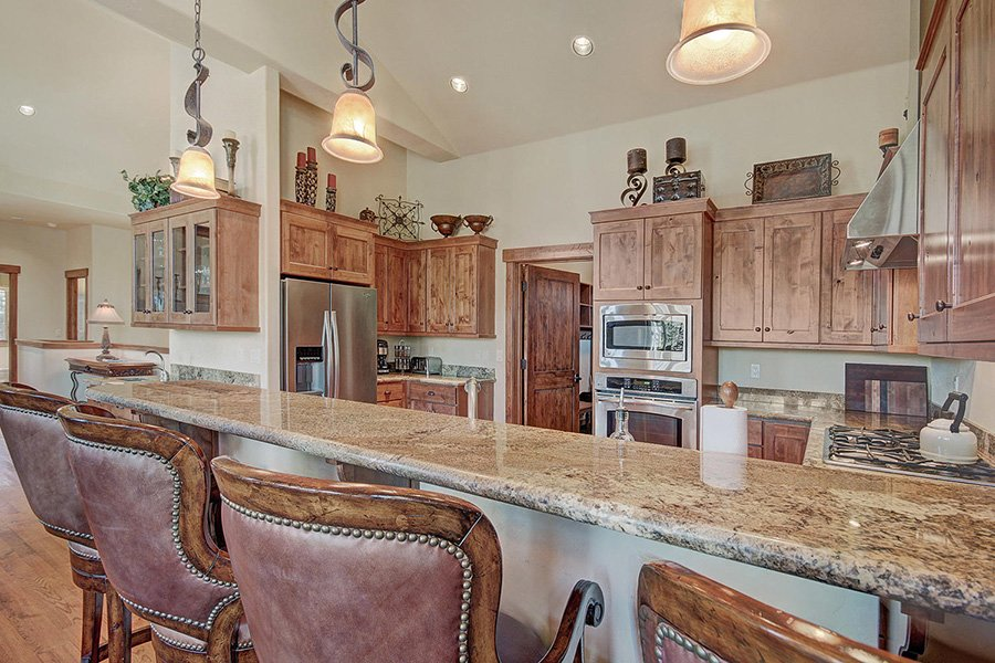 Moose Crossing Lodge: Kitchen