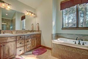 Main Floor Master Bedroom En-suite Bathroom
