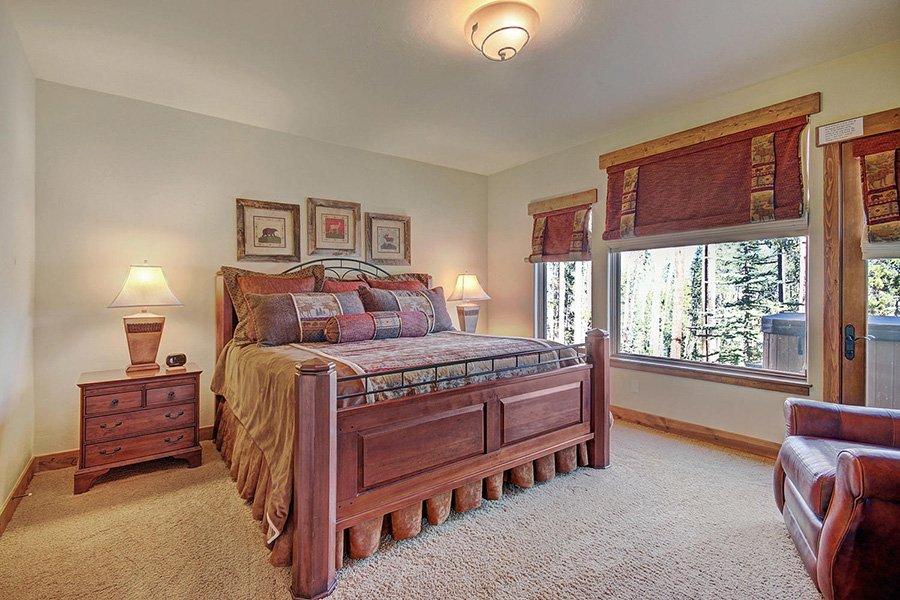 Moose Crossing Lodge: Lower Level Master Bedroom #2