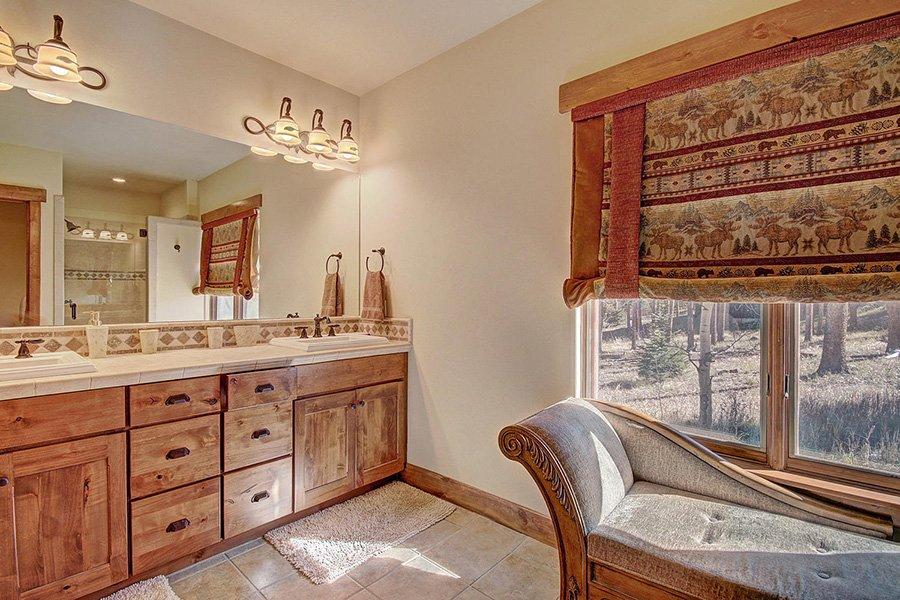 Moose Crossing Lodge: Lower Level Master Bedroom #2 Bathroom
