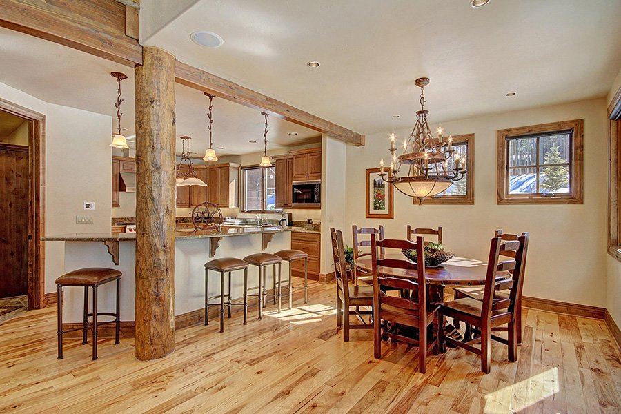 Ski Hill Lodge: Kitchen/Dining Area