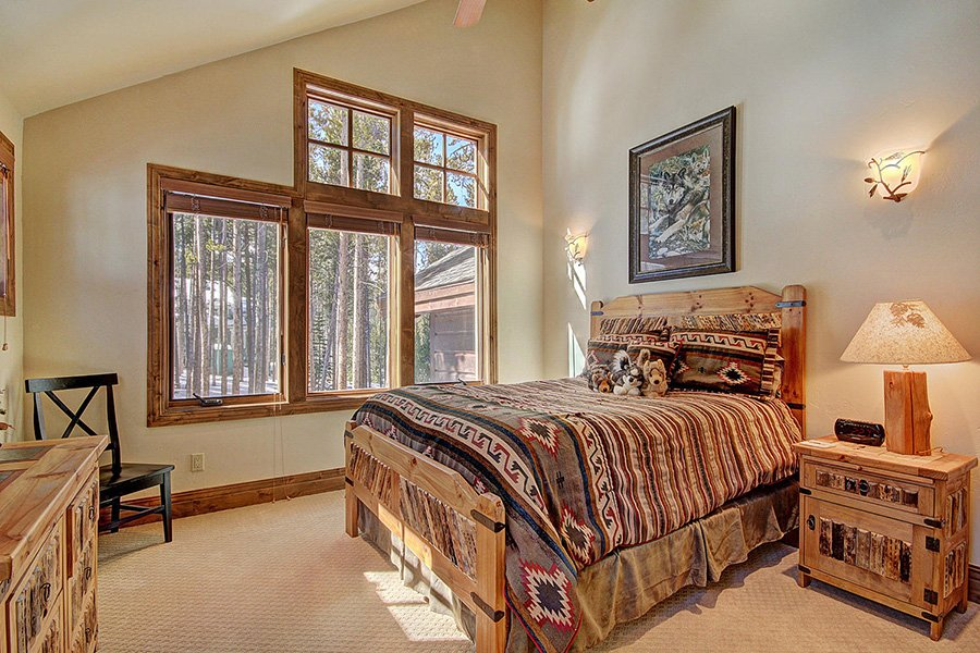 Ski Hill Lodge: Wolf Bedroom