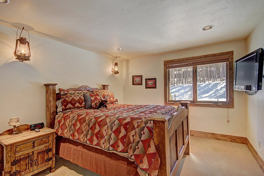 Ski Hill Lodge: Mine Shaft Bedroom