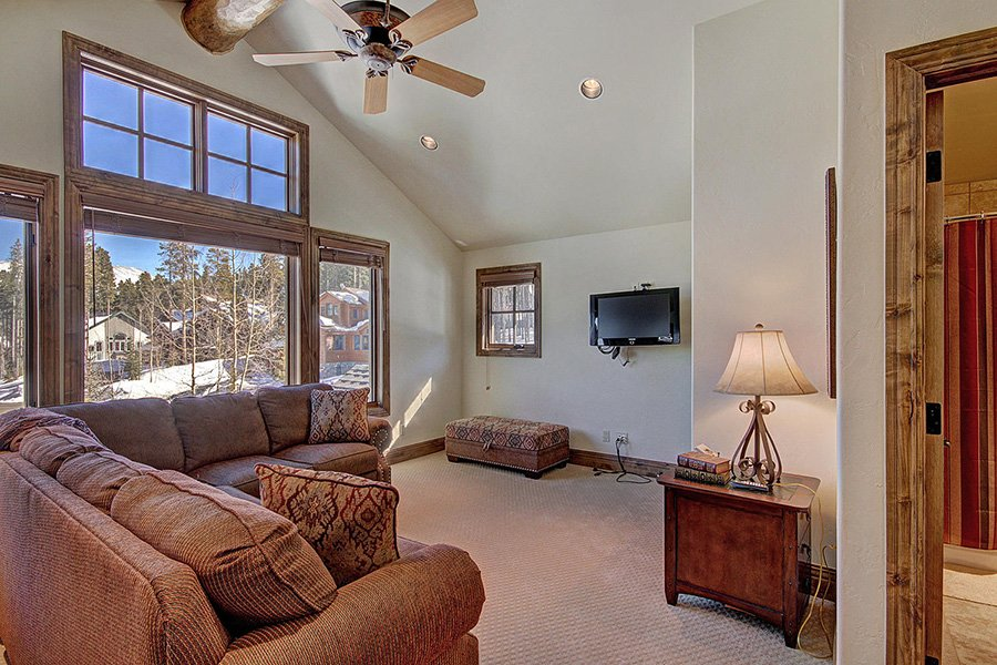 Ski Hill Lodge: Family Room